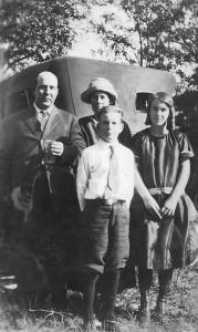 Albert Walker Hewett - Addie Lewis Hewett Curtis Hewett - Virginia Hewett about 1926